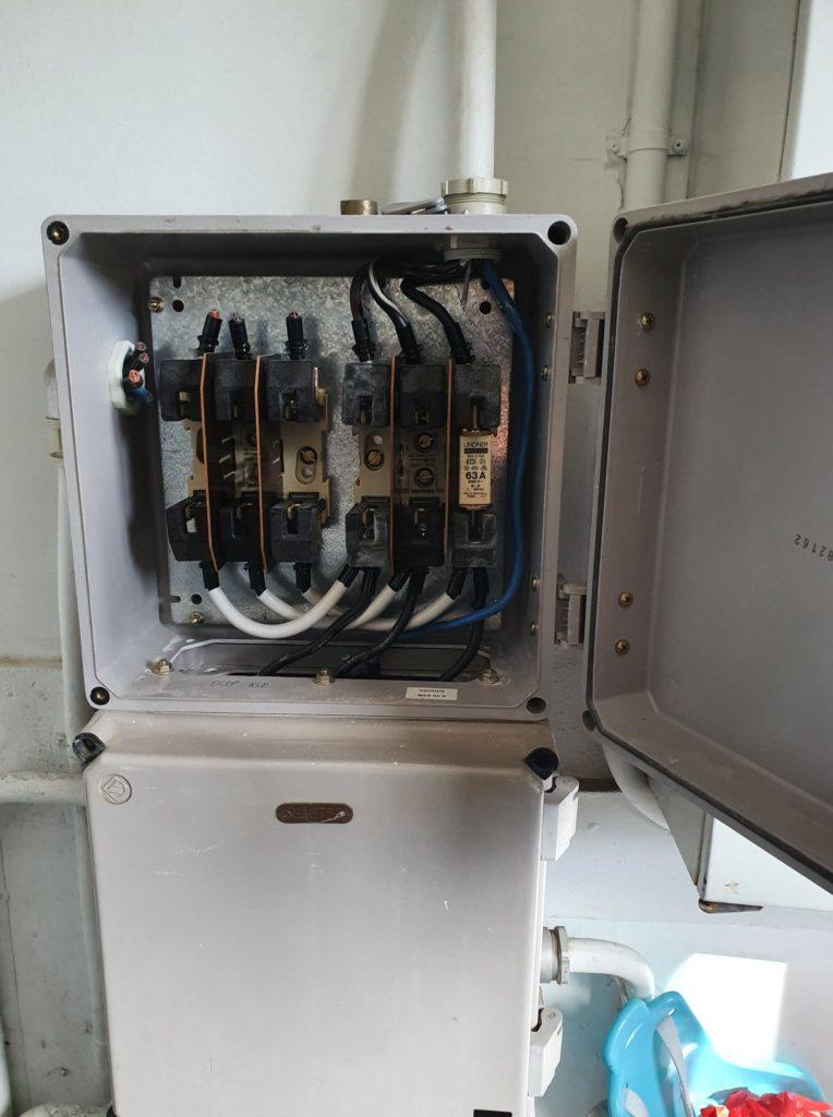 Døgnservice elektriker hjælper ved el brand