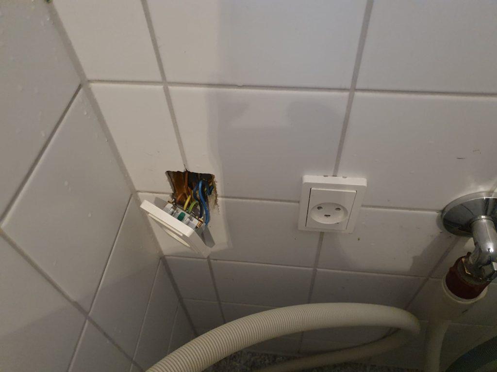Elektriker Nørrebro reparerer el i et badværelse