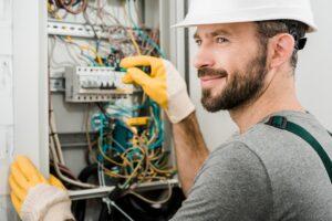 Har du ikke nok strøm i dit hus eller din lejlighed? Hvis du gerne vil have en fast pris på ny gruppe i eltavle, læs her om ny gruppe i eltavle priser