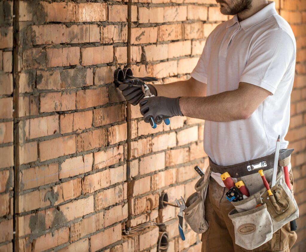 Rillefræsning - Fræse ledninger ind i væggen selv eller lade elektrikeren klare jobbet