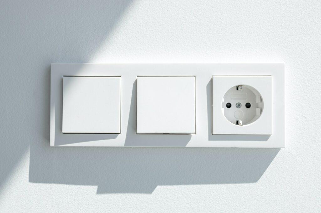 Autoriseret Elektriker udskifter gamle stofledninger, se priseksempel på nyt el, kontakt os for uforpligtende tilbud på ny elinstallation København