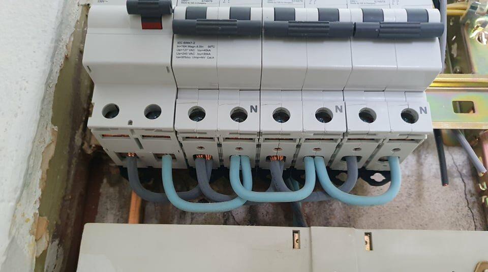 Sikre dig at du har en korrekt fejlstrømafbrydere også kaldt; HPFI relæ, HFI relæ og RCD afbrydere