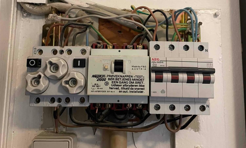 Ser din eltavle ud som på billedet - kontakt Autoriseret elektriker Valby