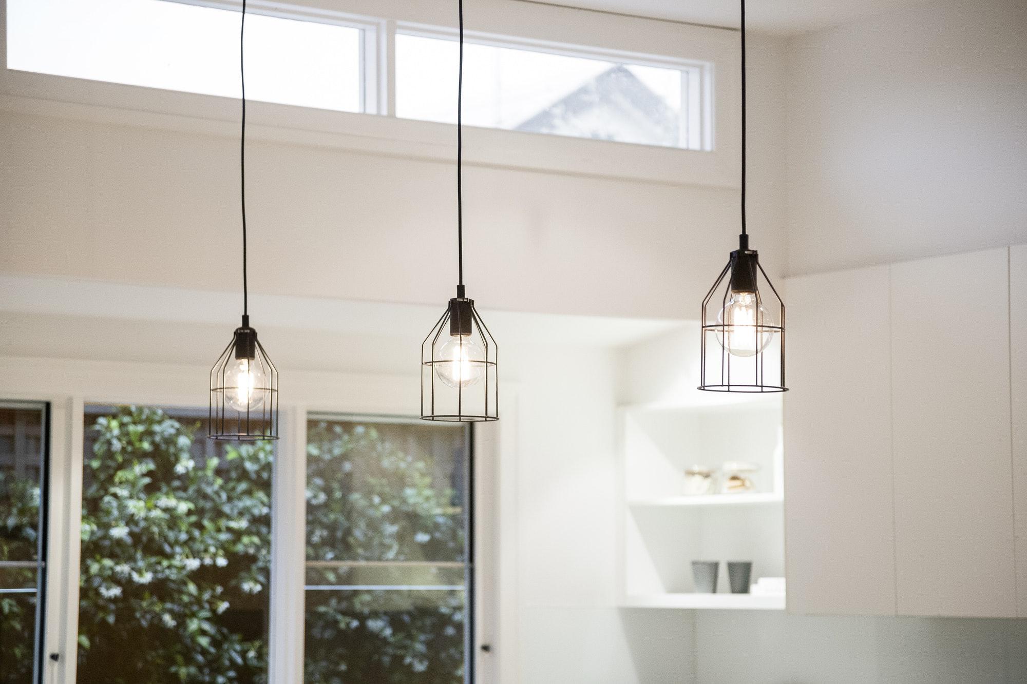 Nyt lampeudtag & lampeopsætning er en service vi er glade for hos Autoriseret elektriker i København & Nordsjælland - Få en fast pris hos os