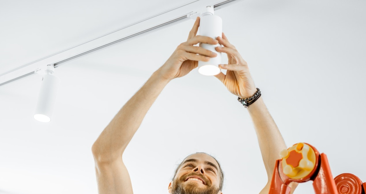 Elektriker Nordsjælland arbejder med belysning